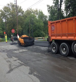 commercial-asphalt-paving-parking-lot-in-highsprire-pa-m
