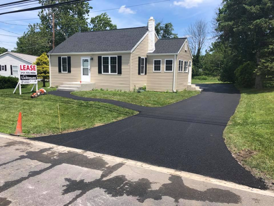 11 Easy Steps to the Perfect Asphalt Driveway Installation | Willies asphalt driveway installation