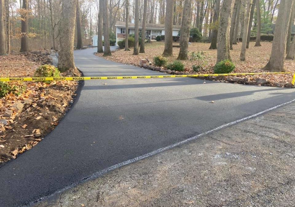 residential asphalt paving for driveway sealcoating